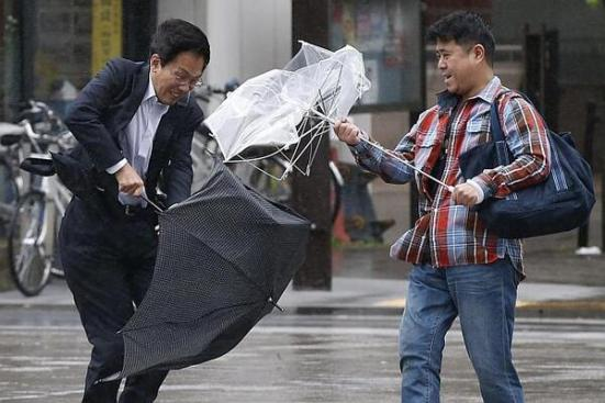 Some people struggled with umbrellas