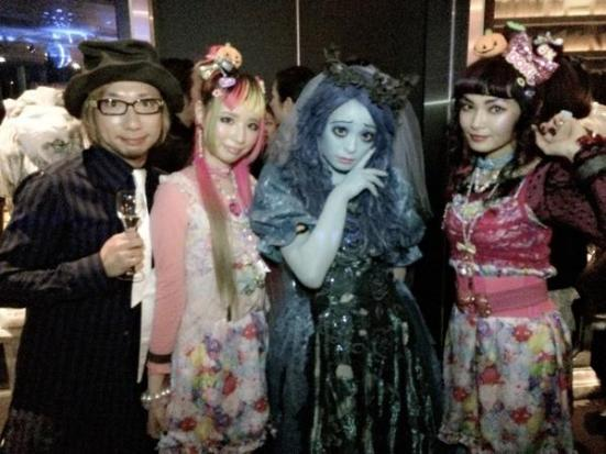 It's entirely possible Kyary was dressed up anyway, had no idea what day it was and spent the night confused and pleased that everybody else was dressed up too